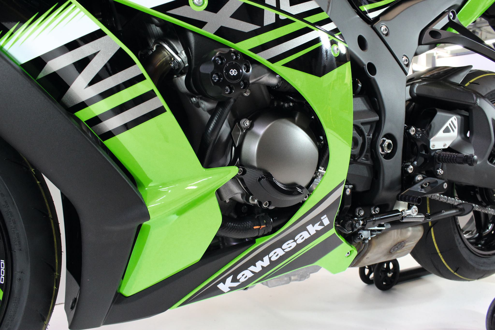 ZX-10R Gilles Tooling - Left Side View